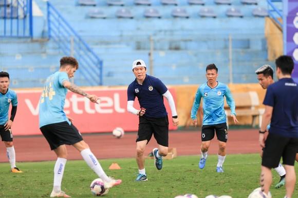 Các CLB V-League thận trọng với Covid-19 ảnh 1
