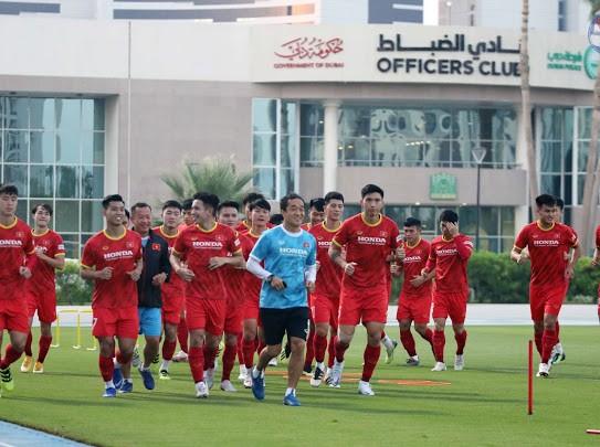 Các tuyển thủ trên sân tập Police Officers Club Stadium