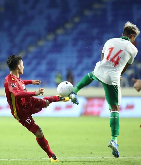 Thắng đậm Indonesia 4-0, Việt Nam giữ vững ngôi đầu bảng ảnh 1