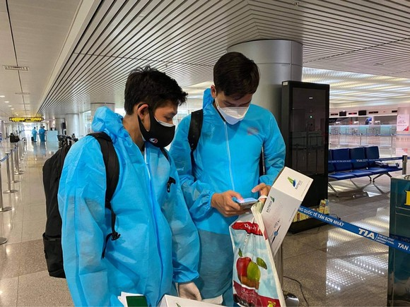 Đội tuyển Việt Nam về đến TPHCM ảnh 6