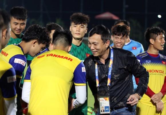 Đội U23 Việt Nam có thể sẽ đi tập huấn ở nước ngoài để thuận lợi việc tìm đối tượng đá tập