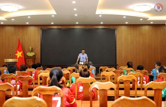 Lãnh dạo VFF gặp mặt, giao nhiệm vụ cho đội nữ Việt Nam ảnh 1