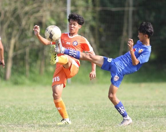 Đội trẻ Đà Nẵng trong trận đấu tập tại Đà Sơn. Ảnh: TỊNH ĐẾ
