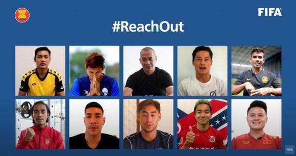 """Quang Hải cùng các cầu thủ Đông Nam Á tham gia chiến dịch """"ReachOut"""""""