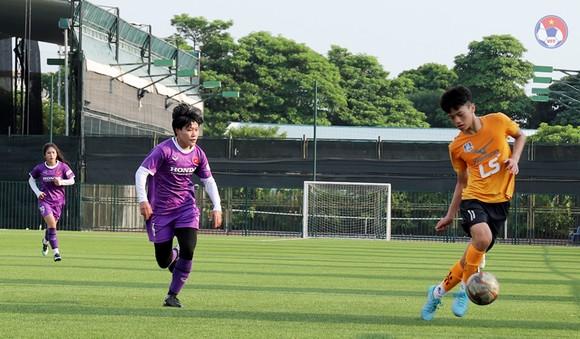Đội nữ Việt Nam vẫn chưa thắng U15 futsal sau 3 trận so tài