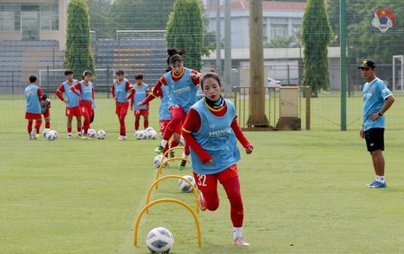 Thi đấu trên sân cỏ nhân tạo, đội nữ Việt Nam vẫn thua U15 futsal Thái Sơn Bắc ảnh 1