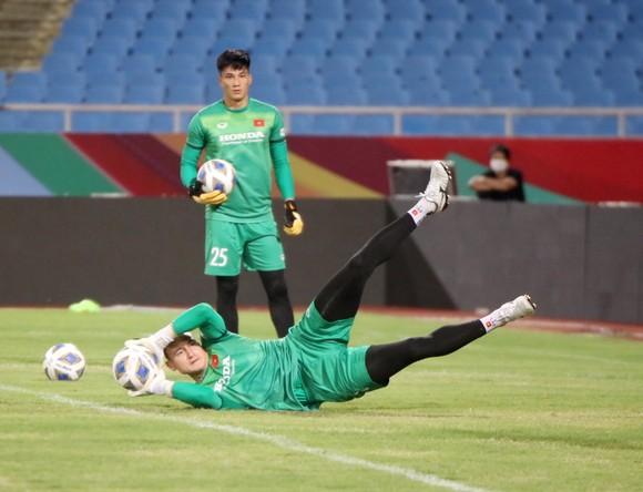 Đội tuyển Việt Nam tập thả lỏng, Australia đến Hà Nội ảnh 2
