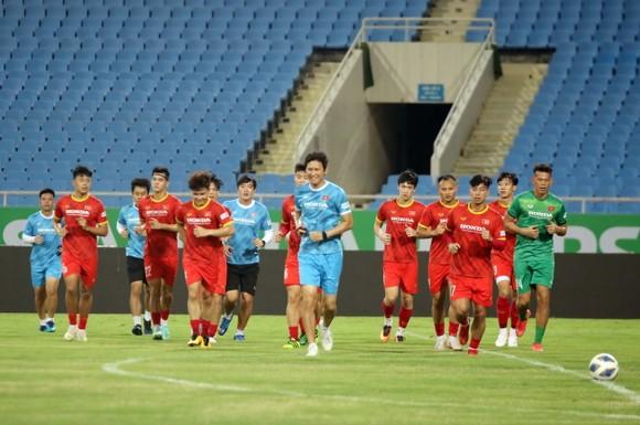 Đội tuyển Việt Nam tập thả lỏng, Australia đến Hà Nội ảnh 1