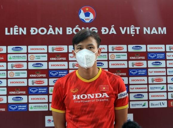 Đội tuyển Việt Nam ra sân tập sau 1 tuần xả trại ảnh 4