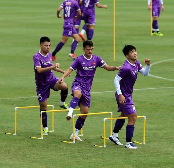 Tiền vệ Đức Huy tự tin trước trận gặp Trung Quốc ảnh 2