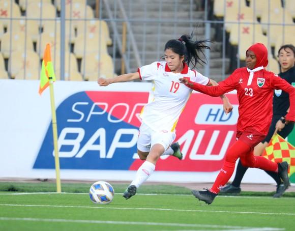 Hải Yến ghi 6 bàn trong 'cơn mưa' bàn thắng của Việt Nam vào lưới Maldives ảnh 1