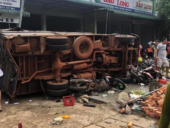 Thêm 2 người tử vong trong vụ xe tải lao vào chợ ở Đắk Nông ảnh 2