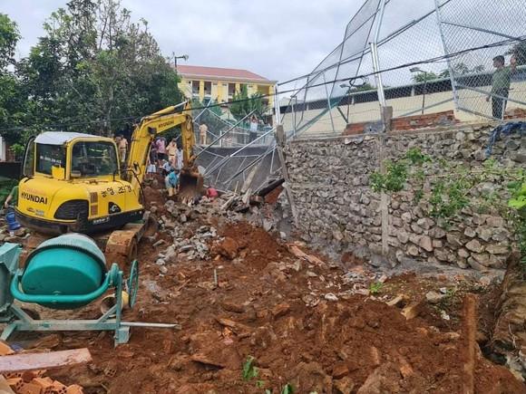Đắk Nông: Sập bờ kè của Phòng CSGT một công nhân tử vong ảnh 1