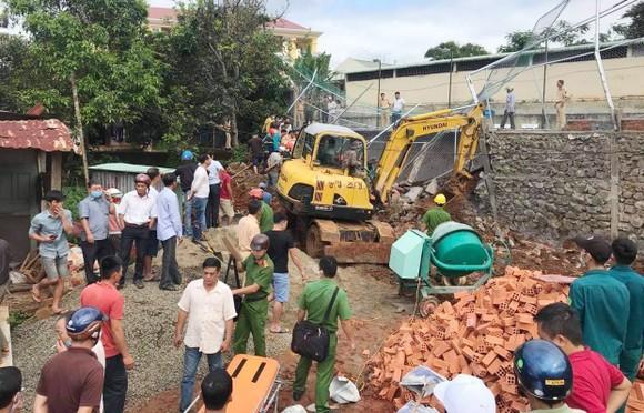 Đắk Nông: Sập bờ kè của Phòng CSGT một công nhân tử vong