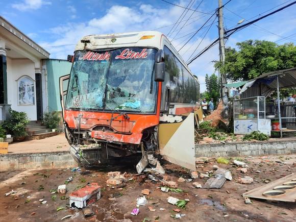 Tai nạn liên hoàn trên đường Hồ Chí Minh khiến ít nhất 5 người thương vong ảnh 2