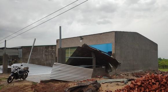 Mưa lớn kèm theo gió lốc gây tốc mái nhiều căn nhà ở Đắk Lắk ảnh 2