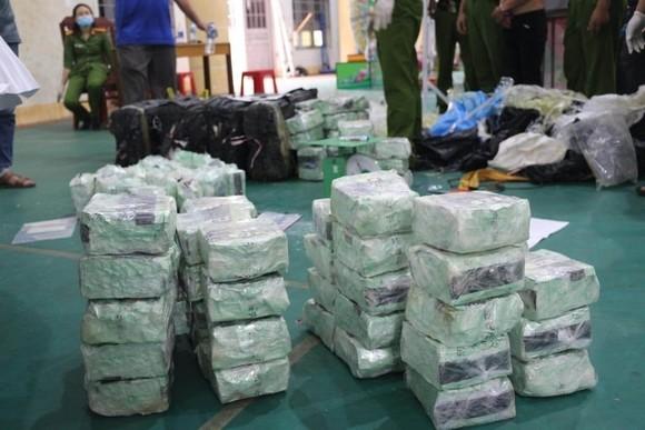Truy tố 2 đối tượng chở 200kg ma túy đá từ Lào đến TPHCM tiêu thụ ảnh 2