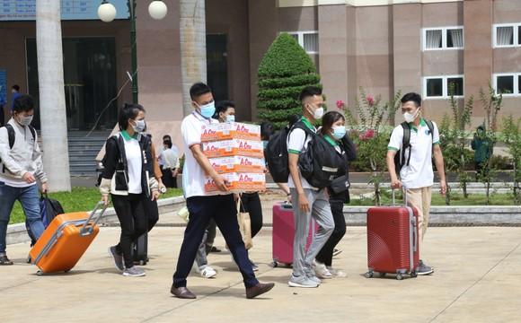 41 sinh viên Trường Đại học Tây Nguyên lên đường hỗ trợ Bình Dương chống dịch ảnh 2