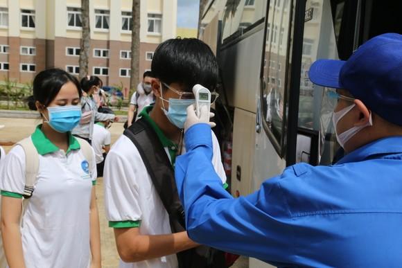 41 sinh viên Trường Đại học Tây Nguyên lên đường hỗ trợ Bình Dương chống dịch ảnh 3