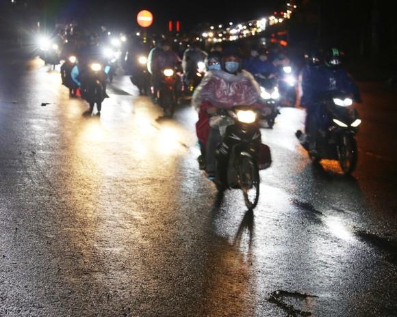 Đồng Nai hộ tống 900 công nhân đi xe máy về Đắk Lắk ảnh 3