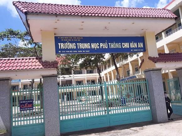 Phê bình Ban giám hiệu nhà trường cho học sinh vùng dịch thi lại ảnh 1