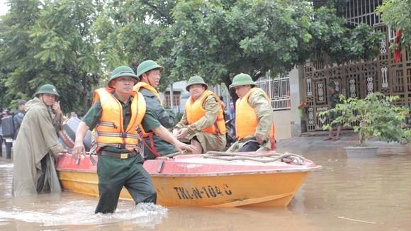 Quảng Trị: Di dời hàng ngàn hộ dân tránh lũ ảnh 3