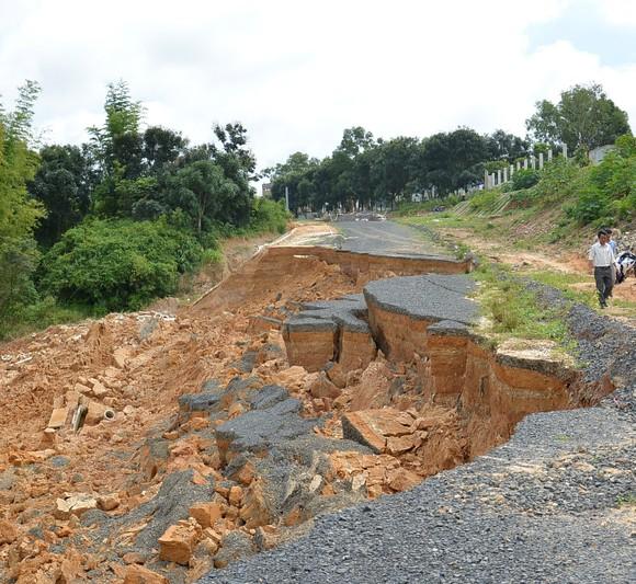 Kon Tum: Công trình chống sạt lở bị sạt lở do… mưa?  ảnh 1
