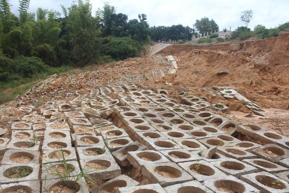 Kon Tum: Công trình chống sạt lở bị sạt lở do… mưa?  ảnh 2