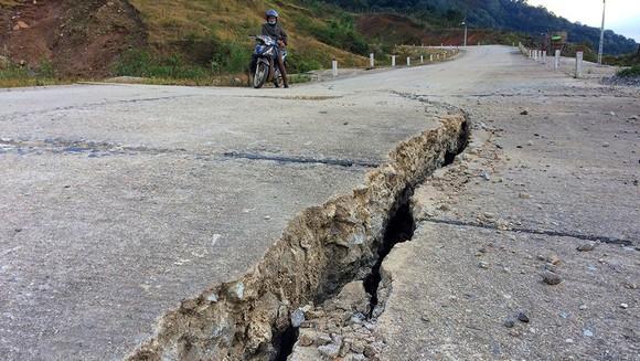 Đoạn đường gần 750 tỷ đồng tan nát sau 1 năm 3 tháng thông tuyến ảnh 5