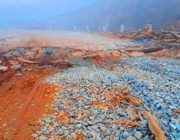 """Vụ """"Đường nát sau 15 tháng thông tuyến"""": Gấp rút sửa chữa  ảnh 2"""