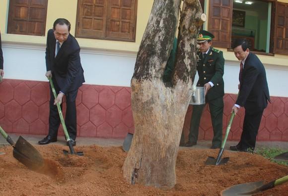 Chủ tịch nước Trần Đại Quang thăm, chúc tết đồn biên phòng, xã biên giới tại GIa Lai ảnh 4