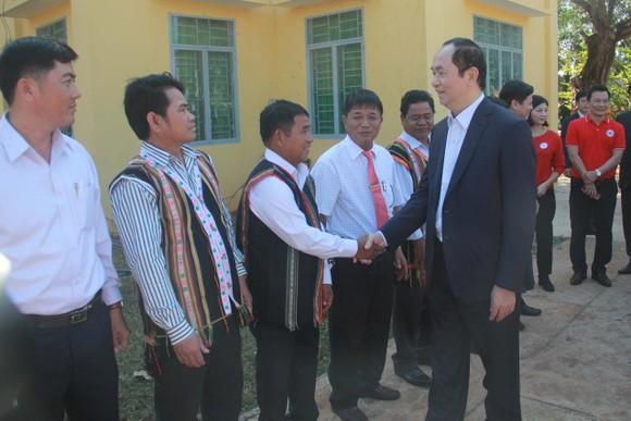 Chủ tịch nước Trần Đại Quang thăm, chúc tết đồn biên phòng, xã biên giới tại GIa Lai ảnh 7