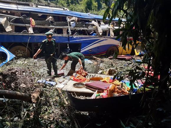 Thăm hỏi nạn nhân vụ tai nạn làm hàng chục người thương vong ở Kon Tum ảnh 2