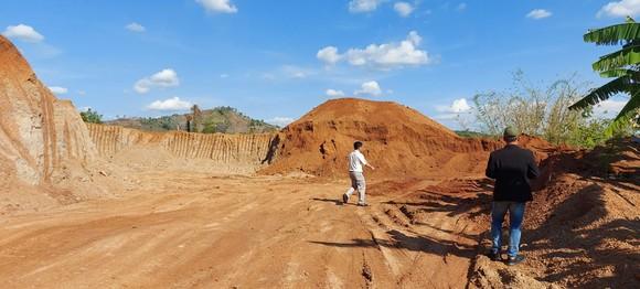 Xem xét mời công an vào cuộc vụ doanh nghiệp khai thác đất lậu để thi công đường ảnh 3