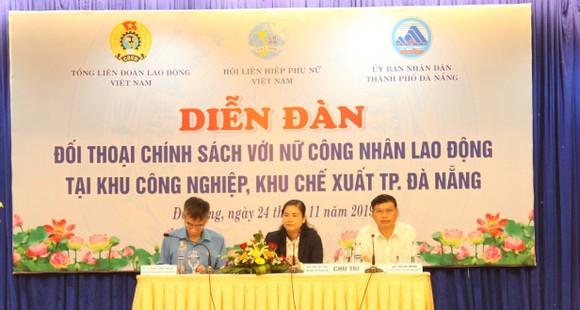 Diễn đàn có sự tham dự của bà Đỗ Thị Thu Thảo- PCT Hội LHPN Việt Nam, ông Trần Văn Thuật- PCT Tổng Liên đoàn Lao động Việt Nam và ông Hồ Kỳ Minh- PCT UBND Đà Nẵng