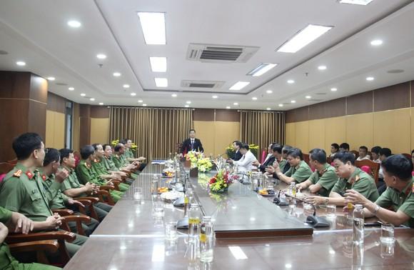 Lãnh đạo TP Đà Nẵng đến thăm, chúc Tết cán bộ, nhân viên thực hiện nhiệm vụ đêm Giao thừa ảnh 7