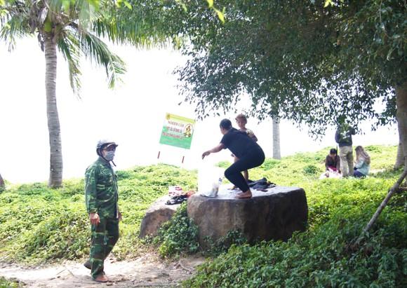 Giải tán tụ tập đông người tại bán đảo Sơn Trà ảnh 4
