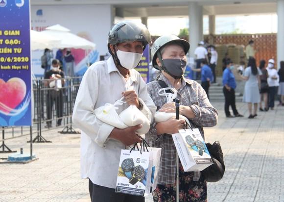 Nhiều trạm ATM gạo phục vụ miễn phí cho người dân khó khăn tại Đà Nẵng ảnh 4