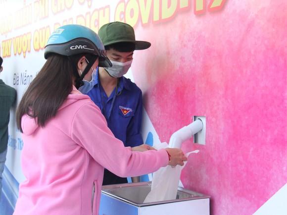 Nhiều trạm ATM gạo phục vụ miễn phí cho người dân khó khăn tại Đà Nẵng ảnh 3