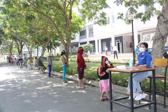 Nhiều trạm ATM gạo phục vụ miễn phí cho người dân khó khăn tại Đà Nẵng ảnh 5