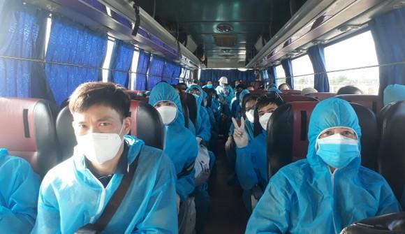 Đà Nẵng đón hơn 340 công dân Việt Nam về từ Hàn Quốc ảnh 1