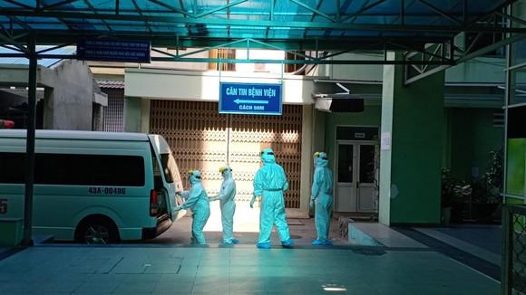 6 giờ ngày 24-7, nam bệnh nhân 57 tuổi ở Đà Nẵng 3 lần dương tính SARS-CoV-2, được chuyển sang Bệnh viện Đà Nẵng để điều trị