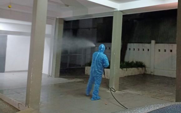 Phun hóa chất tại Bệnh viện C và Bệnh viện Đà Nẵng phòng chống Covid-19 ảnh 6
