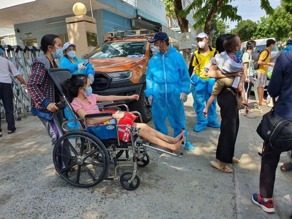 Hỗ trợ 117 bệnh nhân về nhà trên chuyến xe nghĩa tình 0 đồng ảnh 3