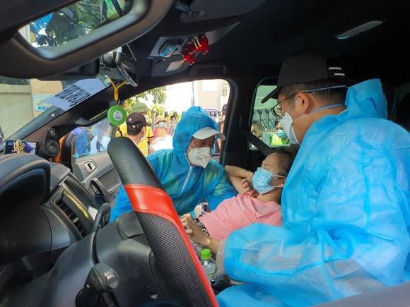 Hỗ trợ 117 bệnh nhân về nhà trên chuyến xe nghĩa tình 0 đồng ảnh 5