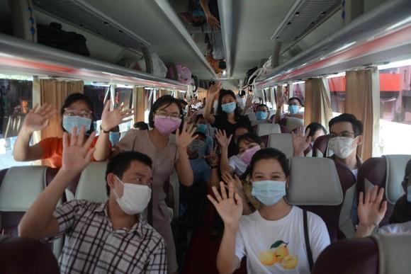 Đà Nẵng: Tiễn đoàn y, bác sĩ tiếp viện của Bình Định và Thừa Thiên-Huế ảnh 5