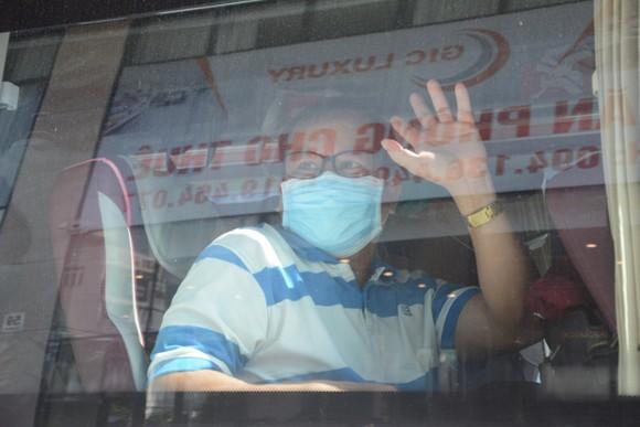 Đà Nẵng: Tiễn đoàn y, bác sĩ tiếp viện của Bình Định và Thừa Thiên-Huế ảnh 7