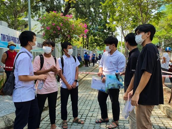 Gần 11.400 thí sinh Đà Nẵng, Quảng Ngãi hoàn thành môn thi đầu tiên kỳ thi tốt nghiệp THPT đợt 2 ảnh 14