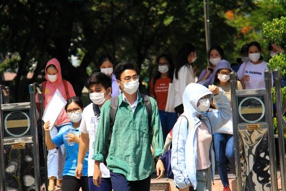 Gần 11.400 thí sinh Đà Nẵng, Quảng Ngãi hoàn thành môn thi đầu tiên kỳ thi tốt nghiệp THPT đợt 2 ảnh 9