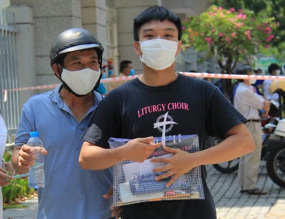 Gần 11.400 thí sinh Đà Nẵng, Quảng Ngãi hoàn thành môn thi đầu tiên kỳ thi tốt nghiệp THPT đợt 2 ảnh 16